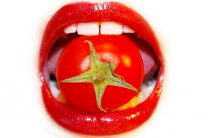 776647_lips_and_tomato